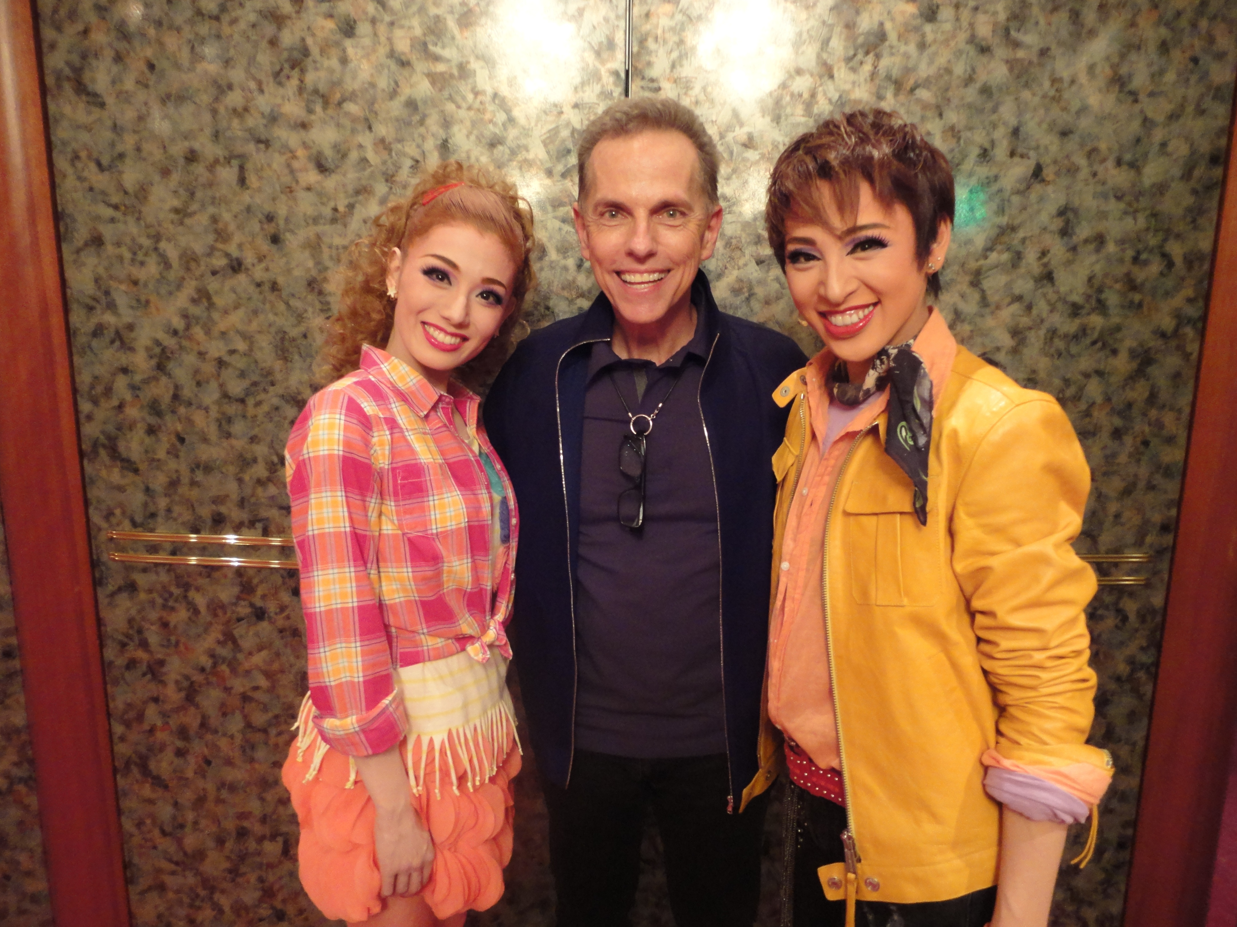 Dean Pitchford with the Takarazuka Theatre cast of FOOTLOOSE 