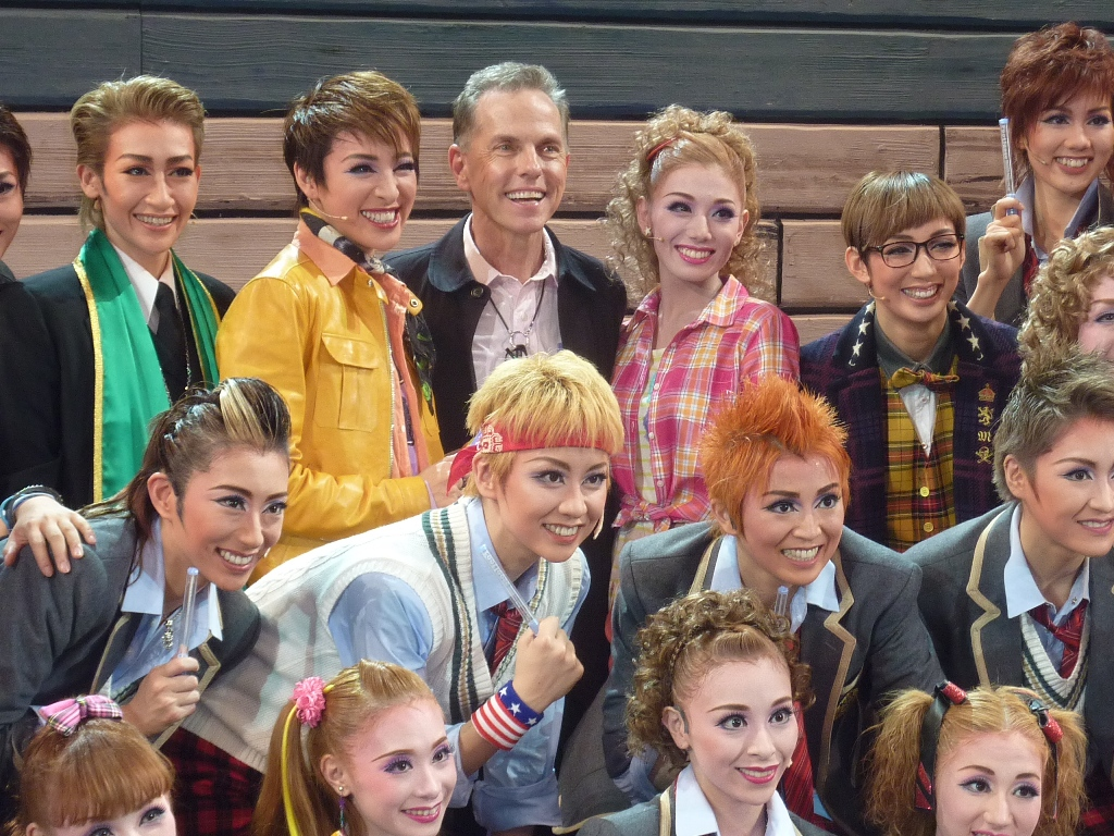 Dean Pitchford with the Takarazuka Review Company cast of FOOTLOOSE
